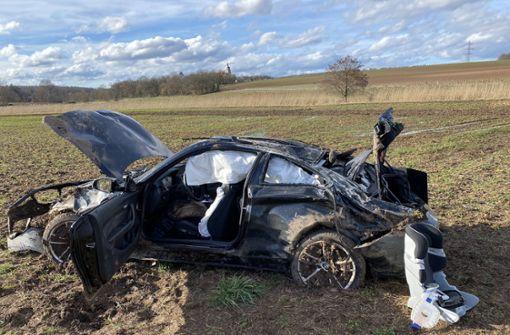Sportwagen überschlägt sich – Fahrerin schwer verletzt