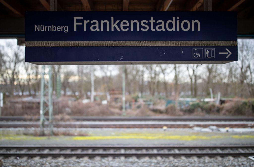 An der S-Bahn-Station Frankenstadion waren zwei Jugendliche von einer S-Bahn überfahren worden. Foto: dpa/Daniel Karmann