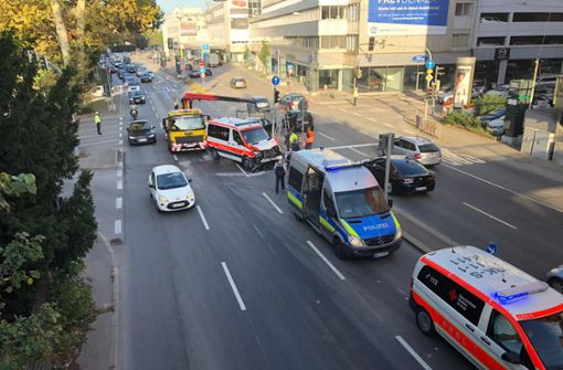 Rettungswagen und Taxi krachen zusammen – Hoher Sachschaden