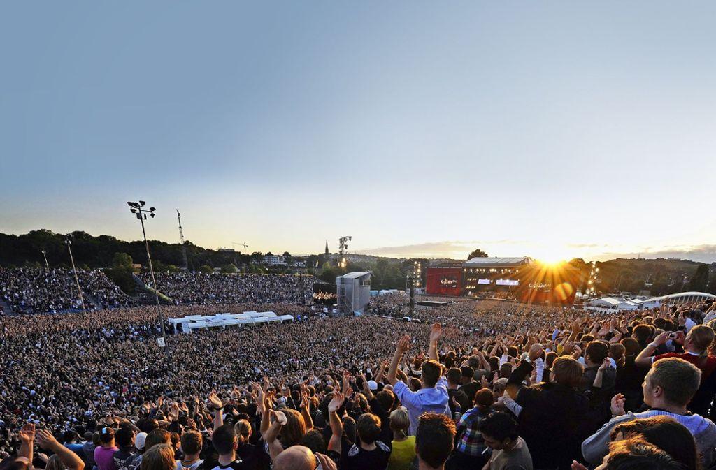 Auch in diesem Sommer zieht es die Zuschauer wieder auf den Cannstatter Wasen – zum Open-Air-Konzert der Toten Hosen. Foto: dpa