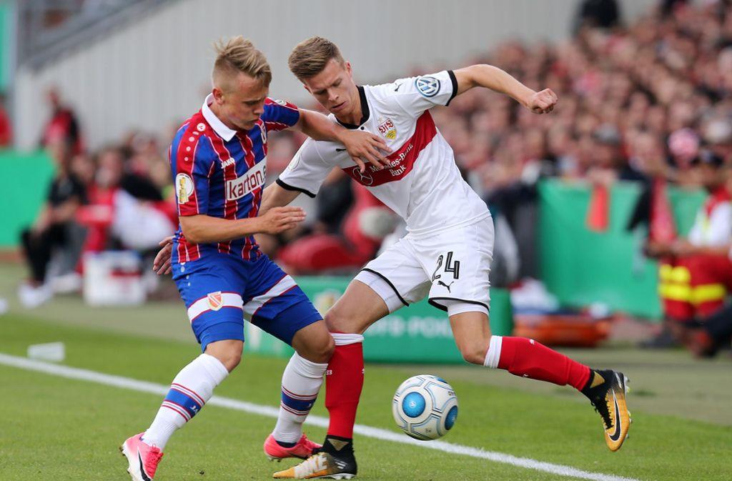 Dzenis Burnic (rechts) kam beim VfB Stuttgart nur auf sechs Einsätze. Foto: Pressefoto Baumann