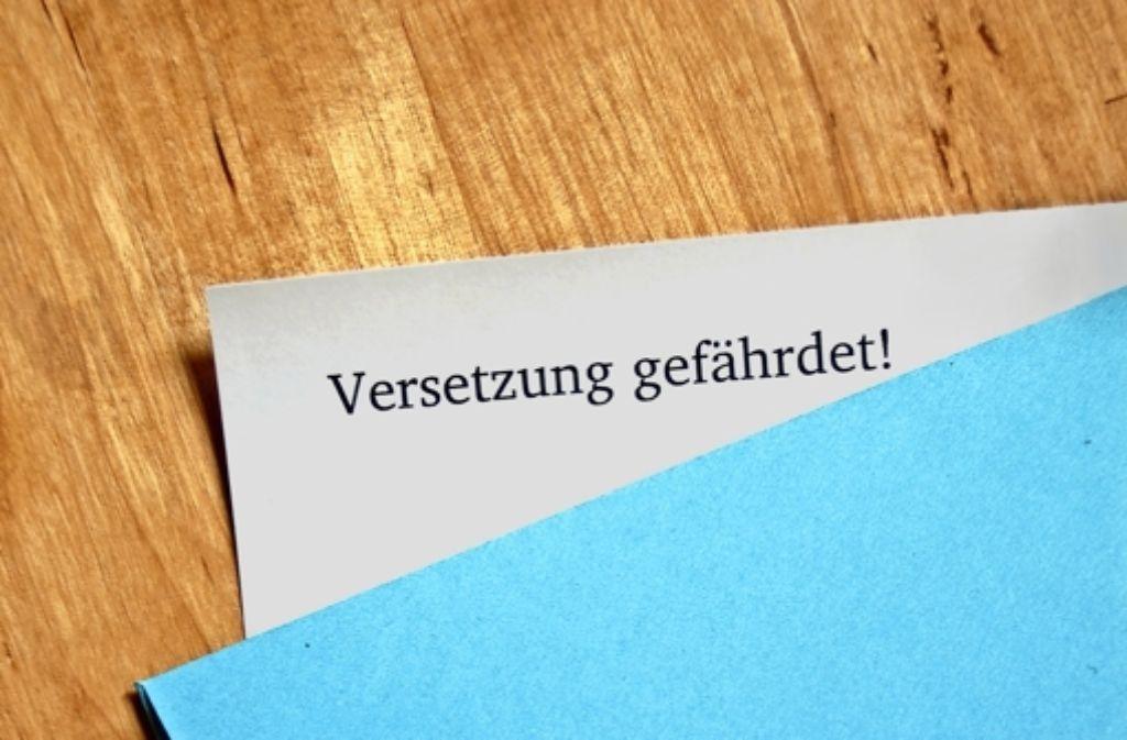 Nicht alle Schüler, die einen  blauen Brief bekommen, bleiben sitzen. Wer im Schuljahr die Schule wechselt,  müsste  auch  als Problemfall gezählt werden, findet die CDU. Foto: