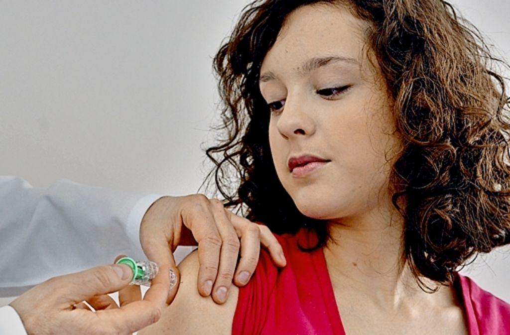 Um vor einer Infektion mit bestimmten Varianten der Humanen Papillomviren zu schützen, empfehlen Mediziner eine Impfung in den Oberarm. Foto: Techniker Krankenkasse
