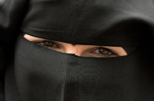 Busfahrer nimmt verschleierte Frau nicht mit