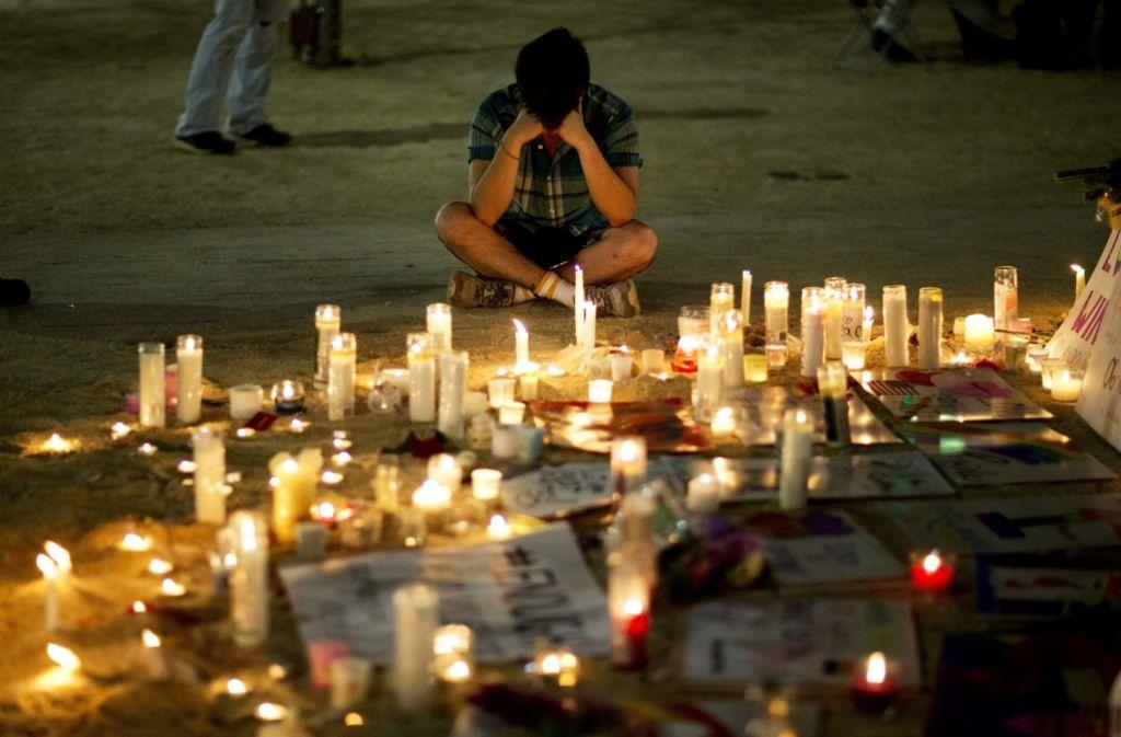 Nach dem Massaker in Orlando trauern die Menschen um die Opfer. Foto: AP