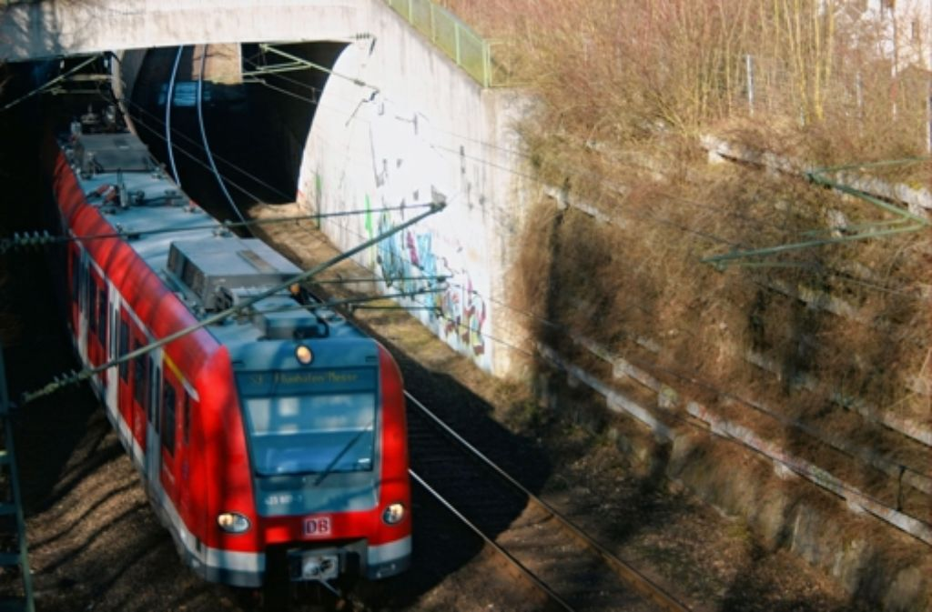Eine S-Bahn ist auf dem Weg zum Flughafen. Nach Meinung der meisten Teilnehmer des Filderdialogs Foto: Archiv Kai Müller