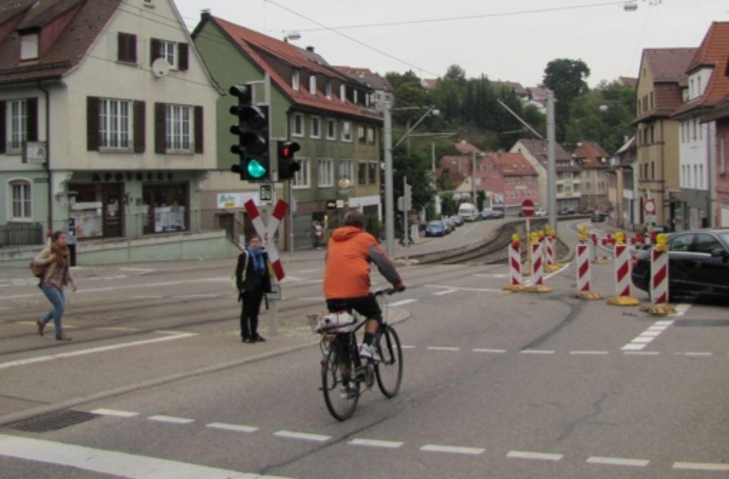 Wenn die Baustelle abgebaut ist, hat die neue Radspur ungeahnte Folgen. Auch die Autos fahren schneller. Der Lärmpegel entlang der Böblinger Straße steigt. Foto: privat