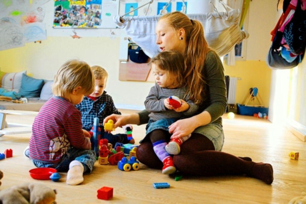 Berufstätige Eltern suchen oft händeringend eine gute Kinderbetreuung. Foto: Achim Zweygarth
