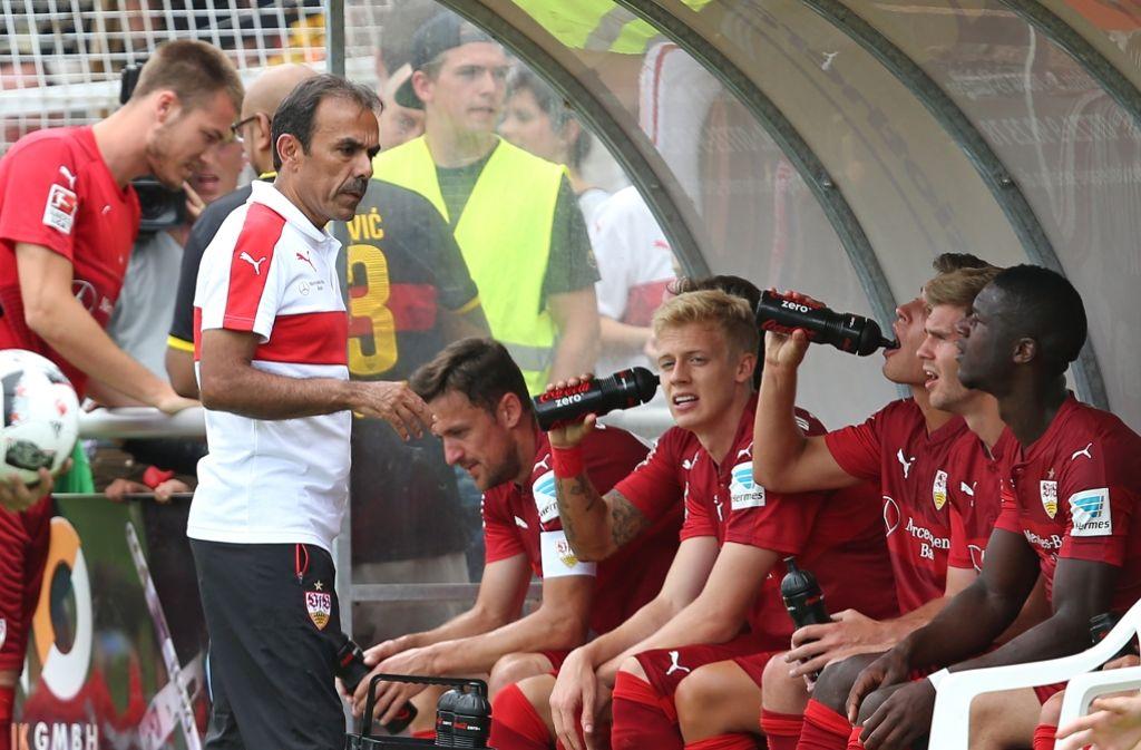 Der VfB Stuttgart um Trainer Jos Luhukay kann sich über den nächsten Zugang freuen. Foto: Pressefoto Baumann