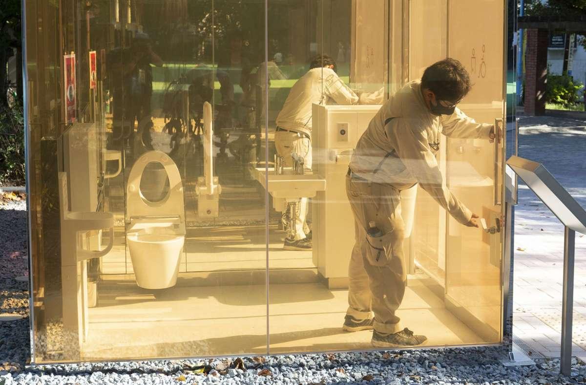 Die Toiletten wurden in einem Park in Tokio installiert. Foto: dpa/Rodrigo Reyes Marin