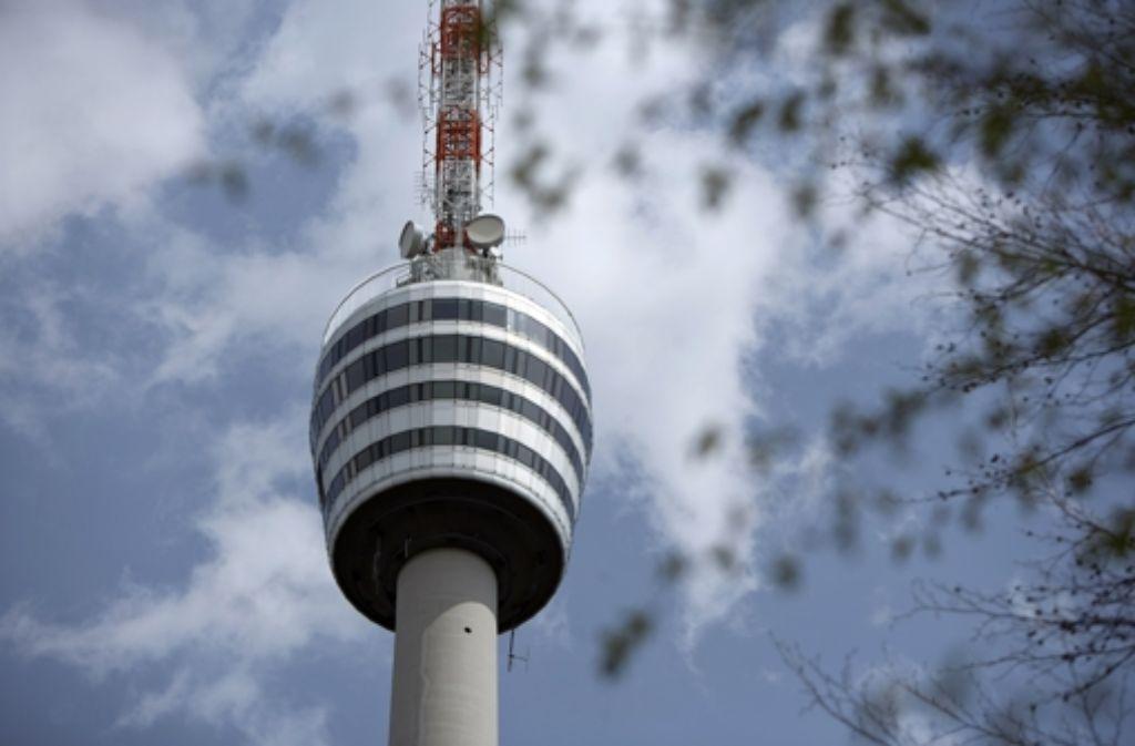 Am Mittwochnachmittag verkündete OB Fritz Kuhn die kurzfristige Schließung des Fernsehturms. Foto: Michael Steinert