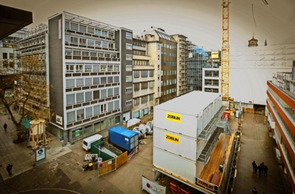 Die Großbaustelle mitsamt dreistöckigem Containerdorf direkt vor dem Schaufenster ist ihm zu viel. Michael Brisky gibt seinen Laden auf. Foto: Lichtgut/Achim Zweygarth