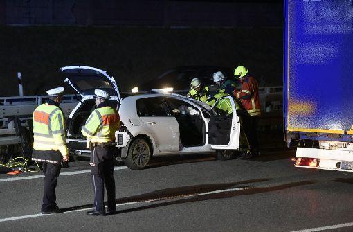 Autofahrer verliert Kontrolle und rast in Leitplanke