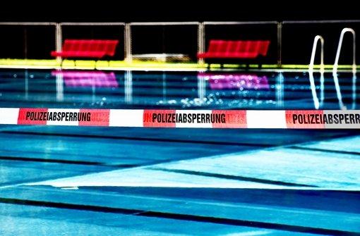 Das Becken ist nach Entdeckung der Tat kurz gesperrt gewesen. Foto: Horst Rudel/Archiv