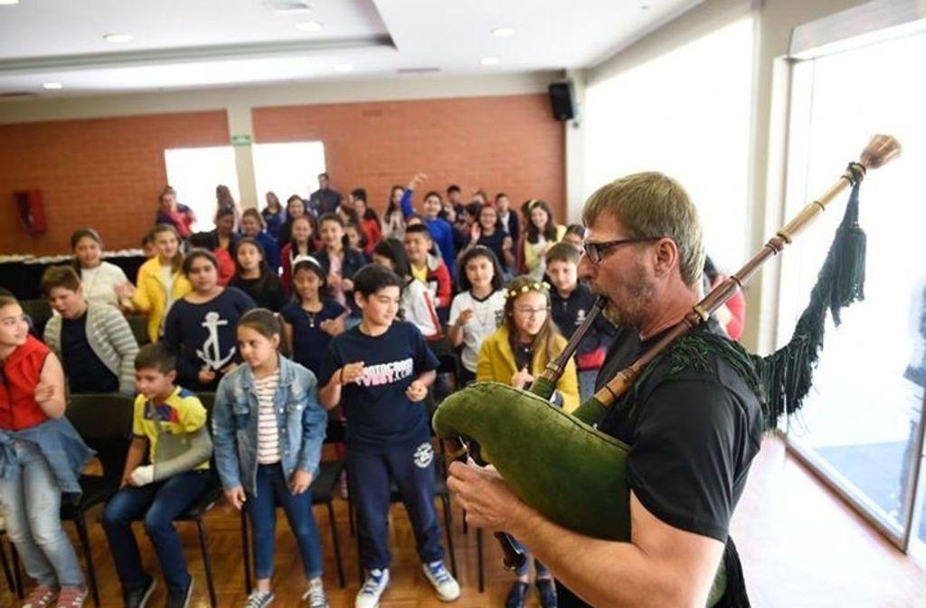 Dudelsäcke erobern Ecuador: Jürgen Dietl bei der Arbeit Foto: Reiner Pfisterer