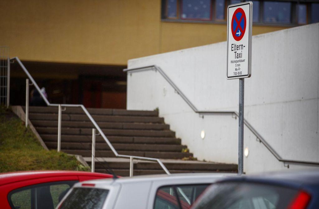 An dieser Stelle vor der Plaisirschule in Backnang dürfen Eltern mit ihrem Auto kurz halten. Foto: Stoppel