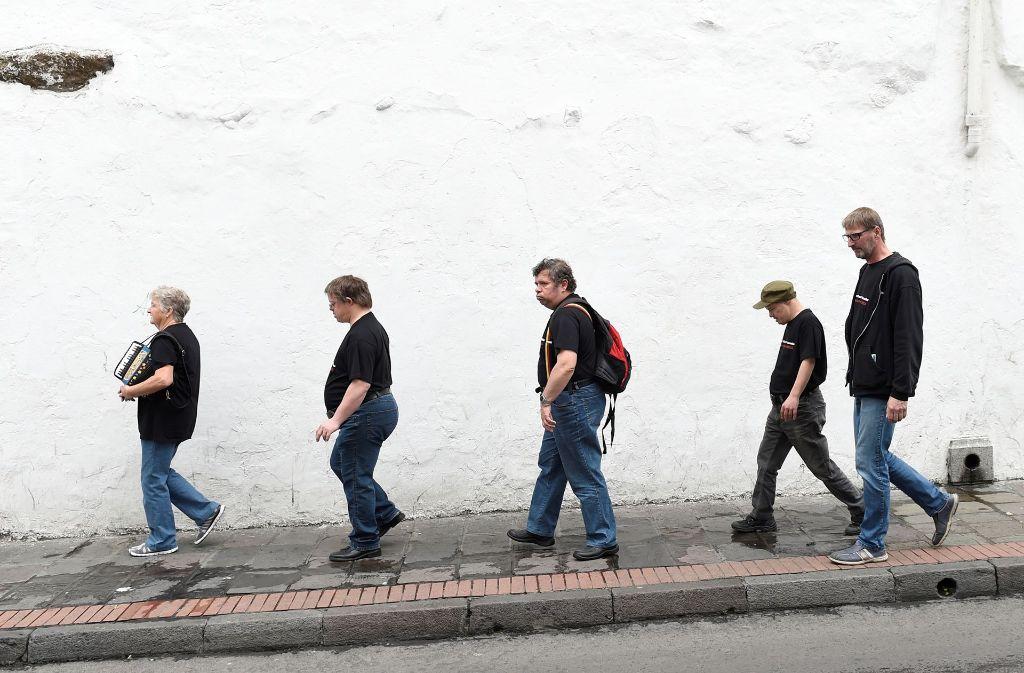 Die Brenz Band im Beatles-Laufschritt in Quito Foto: Reiner Pfisterer