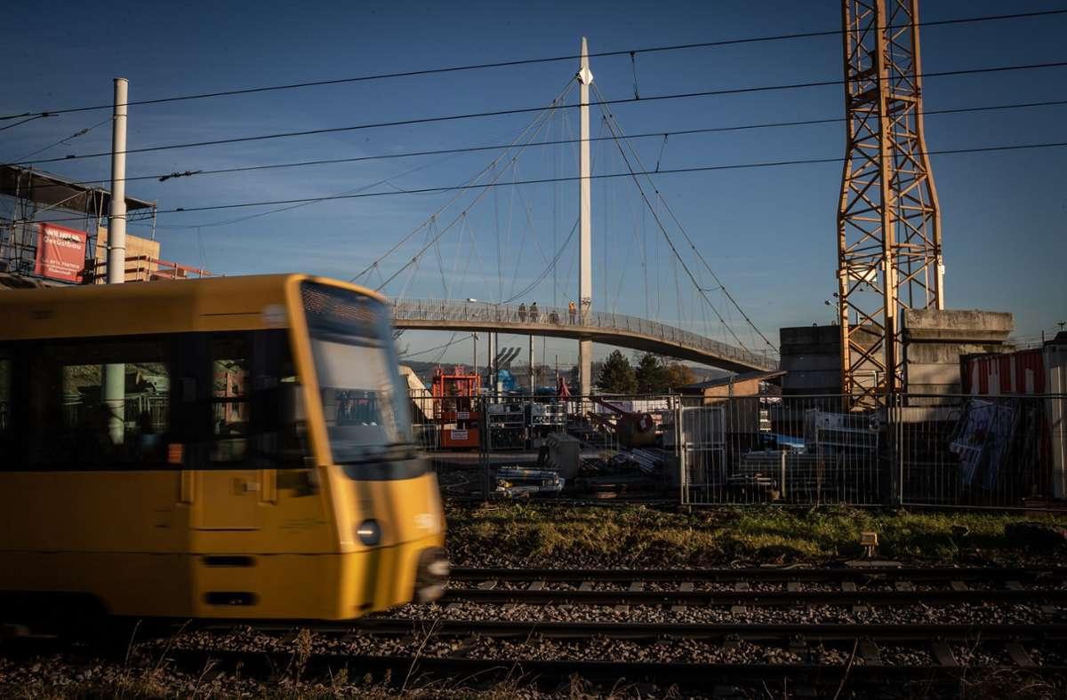 Die Deutsche Polizeigewerkschaft schlägt vor, Kriminalbeamte künftig kostenlos mit dem öffentlichen Nahverkehr fahren zu lassen. Foto: Lichtgut/Julian Rettig