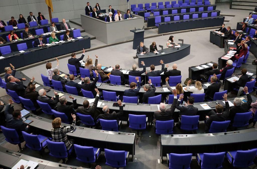 Der Bundestag wird am Freitagmorgen über die Homo-Ehe abstimmen. (Symbolfoto) Foto: dpa