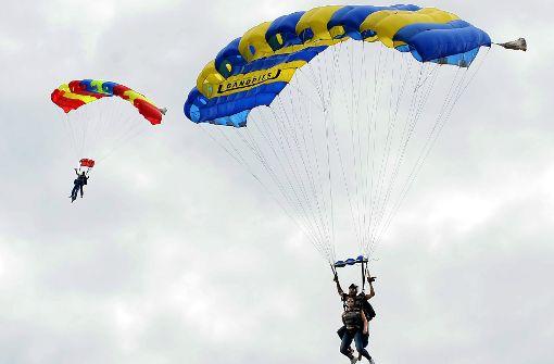 Drei Menschen sterben beim Fallschirmspringen