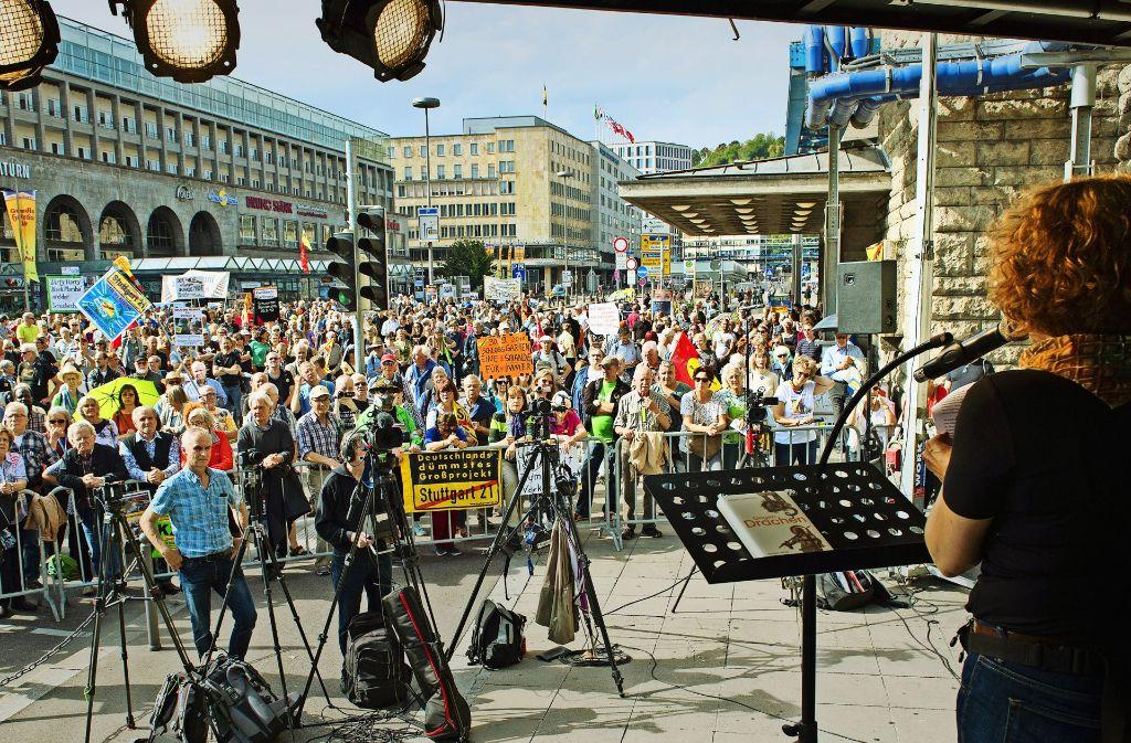Ende September haben die Gegner von Stuttgart 21 an den Polizeieinsatz im Park zur Baumfällung vor sieben Jahren erinnert. Foto: Lichtgut - Oliver Willikonsky