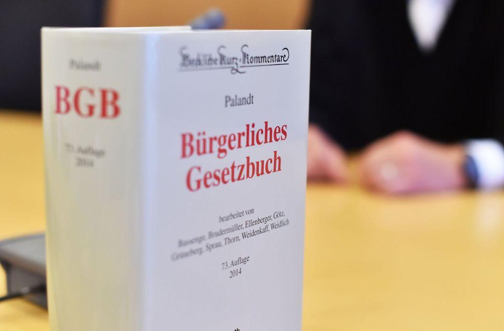 Das OLG in Karlsruhe hat tief in die Kommentierung des Gesetzes geblickt. Foto: dpa
