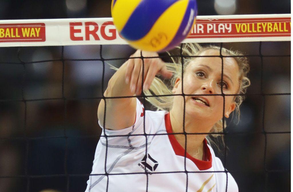Kathleen Weiß wird nie das Trikot von Allianz MTV Stuttgart tragen. Kim Renkema ist enttäuscht von Kathleen Weiß. Foto: Baumann