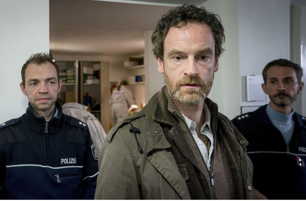 Kommissar Faber (Jörg Hartmann, Mitte) sieht mitgenommen aus: Private Probleme quälen ihn. Foto: WDR/Thomas Kost