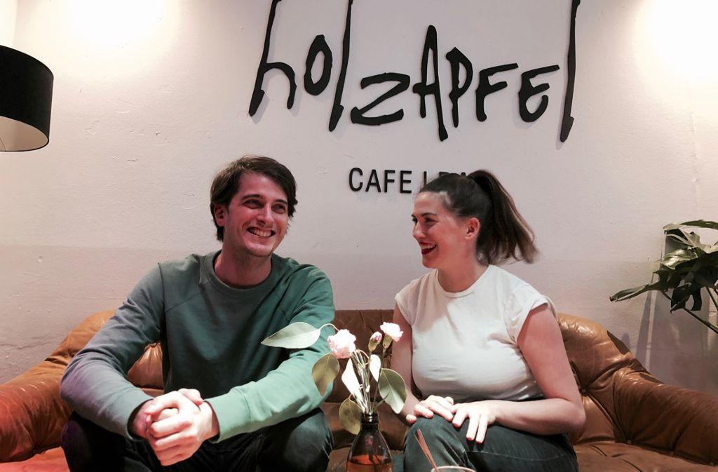 Freuen sich über den zweiten Geburtstag ihres gemeinsamen Cafés: Nina und Moritz Holzapfel. Foto: Tanja Simoncev
