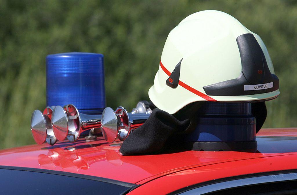 Feuerwehr und Polizei gelang es den Brand zu löschen (Symbolbild). Foto: dpa/Patrick Seeger