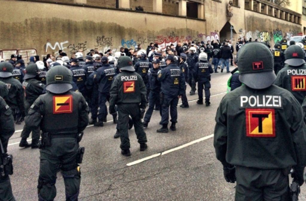 Die Polizei hat am Sonntag zahlreiche Mitglieder einer rockerähnlichen Vereinigung davon abgehalten, in die Stuttgarter Innenstadt zu fahren. Foto: StZ