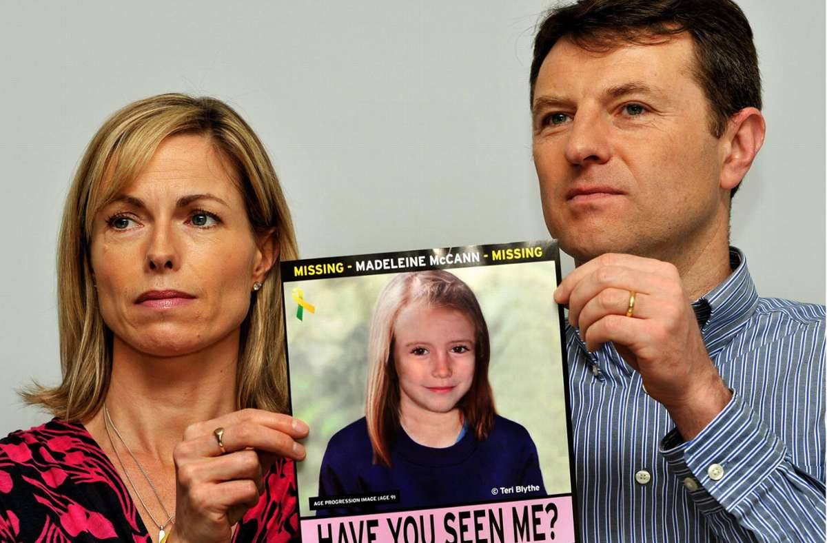 Mit einem Plakat suchten die McCanns nach ihrer Tochter: Es zeigt, wie Maddie jetzt aussehen könnte. Foto: PA Wire
