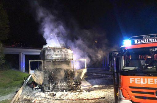 Sattelzug fängt Feuer – 24 Tonnen Äpfel geladen
