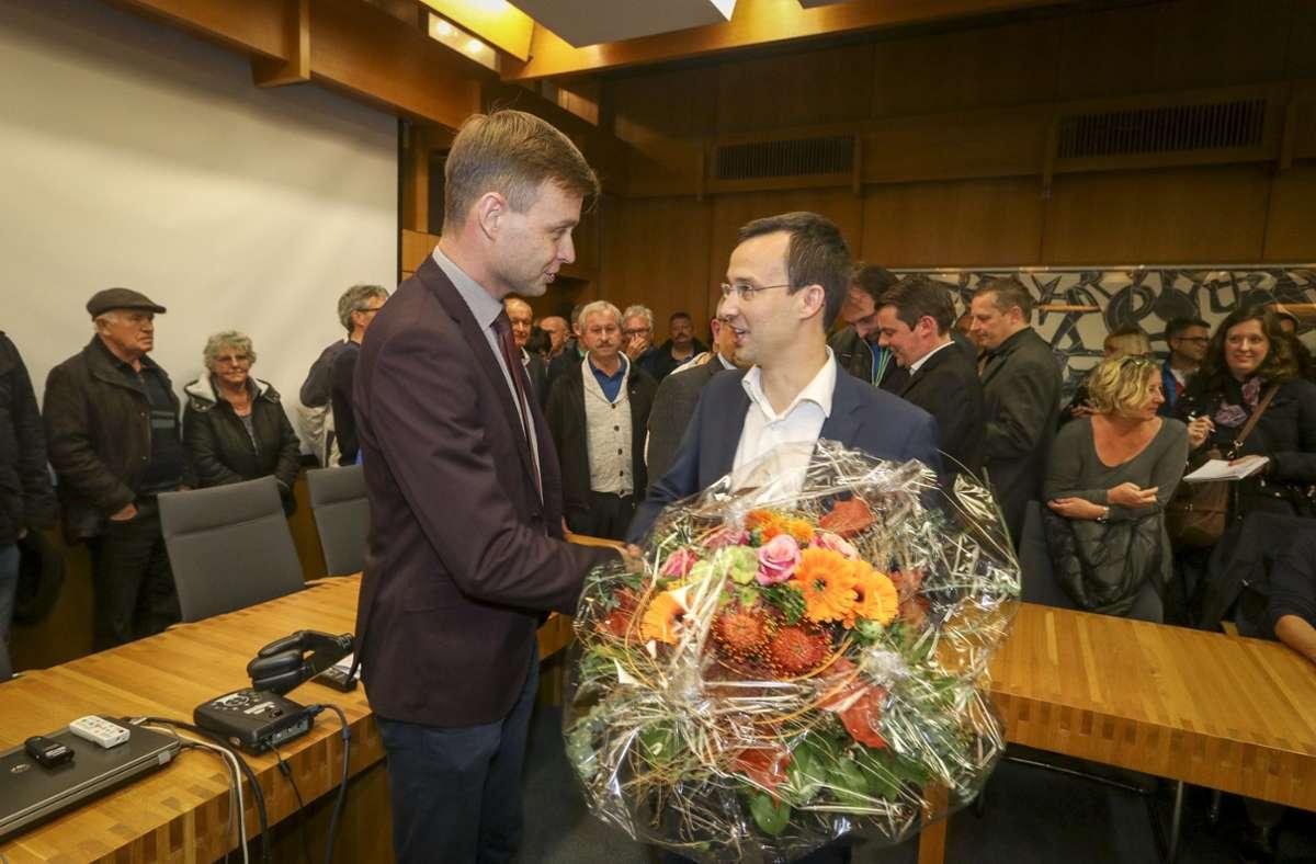 Stabwechsel 2017: Tobias Heizmann gratuliert seinem Nachfolger Daniel Schamburek. Foto: factum/Simon Granville