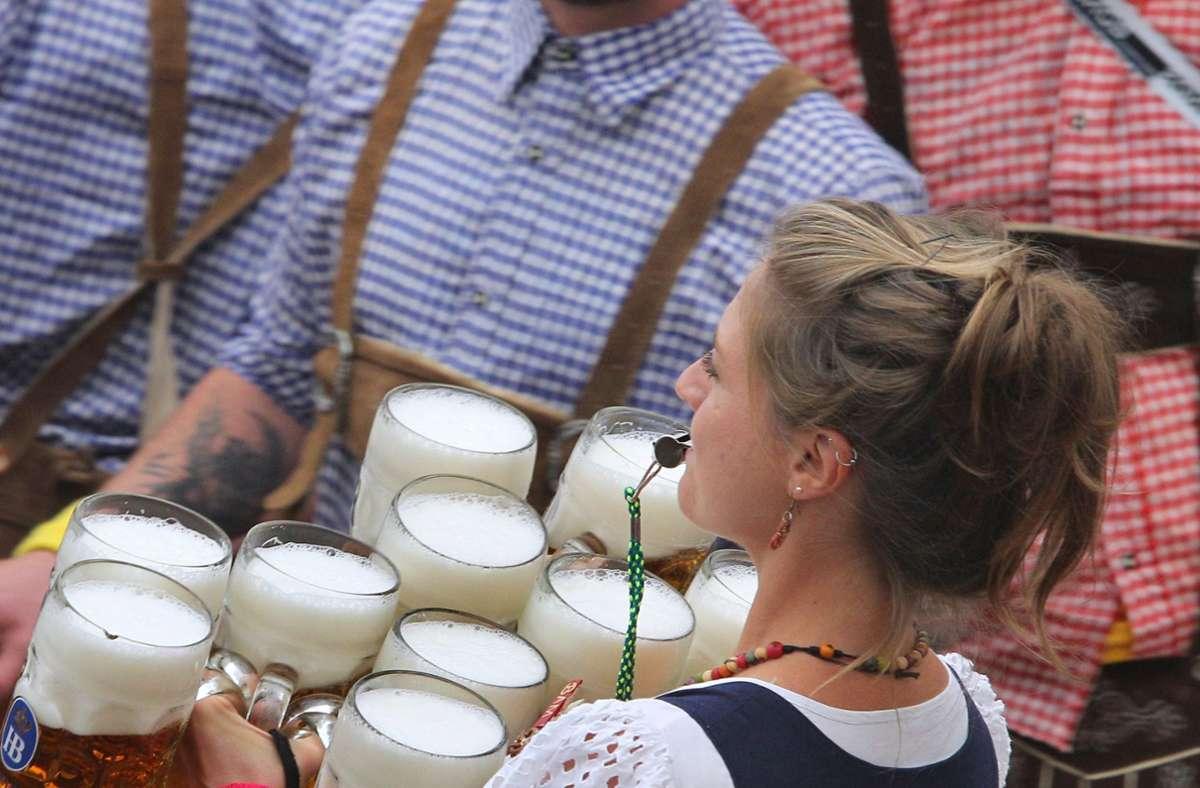 Das echte Oktoberfest fällt dieses Jahr aus. In München gibt es aber kleinere Alternativen. (Symbolbild) Foto: dpa/Karl-Josef Hildenbrand