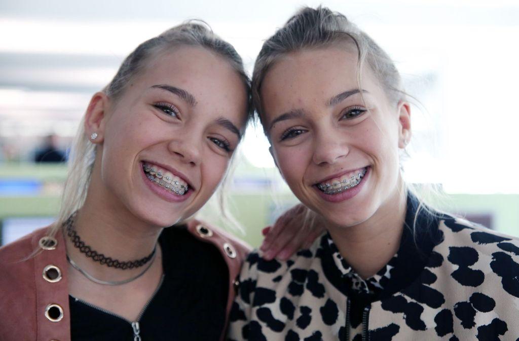 Die Zwillinge Lisa und Lena haben weltweit fast zehn Millionen Follower auf Instagram. Foto: Hannes Opel