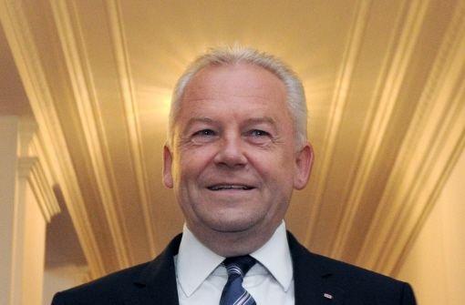 Bahnchef Gruber wegen Mehrkosten unter Beschuss. Foto: dpa