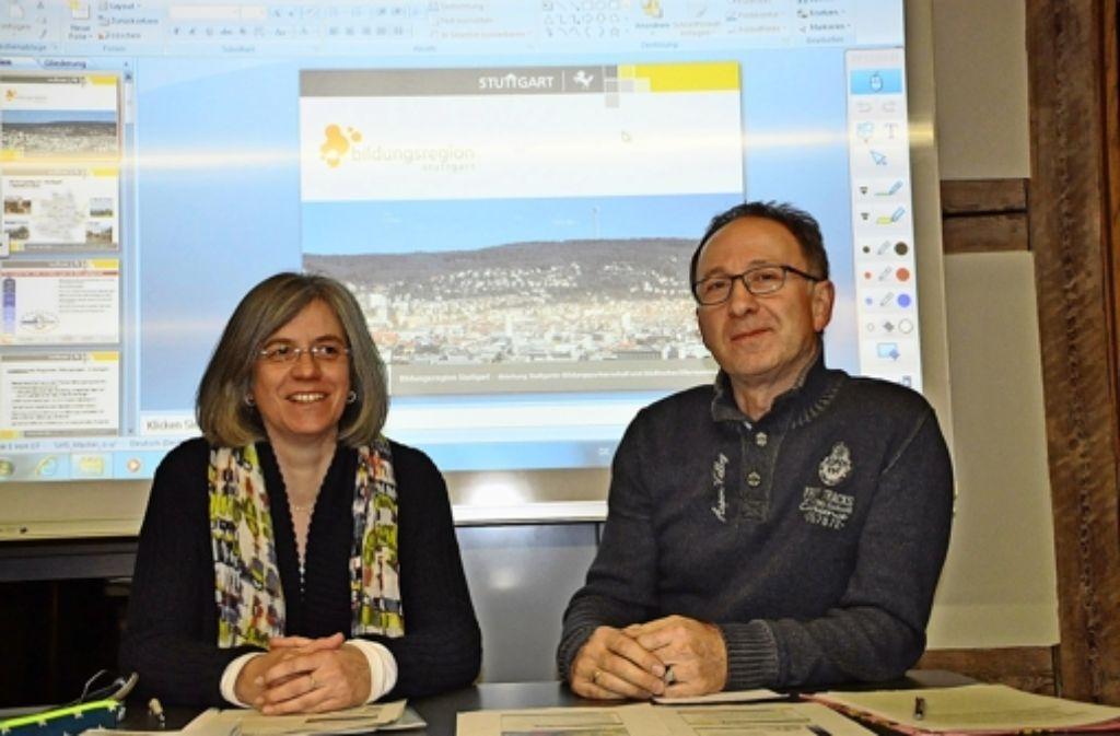 Stefanie Ender und Theoklis Chimonidis berichten im Bezirksbeirat. Foto: Georg Linsenmann