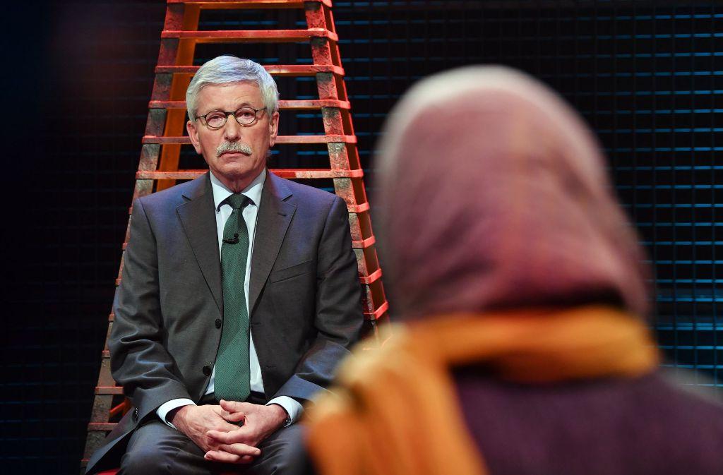 """Zur Premiere """"Wie sicher ist Deutschland?"""" setzt sich Thilo Sarrazin auf den """"heißen Stuhl"""". Foto: dpa"""