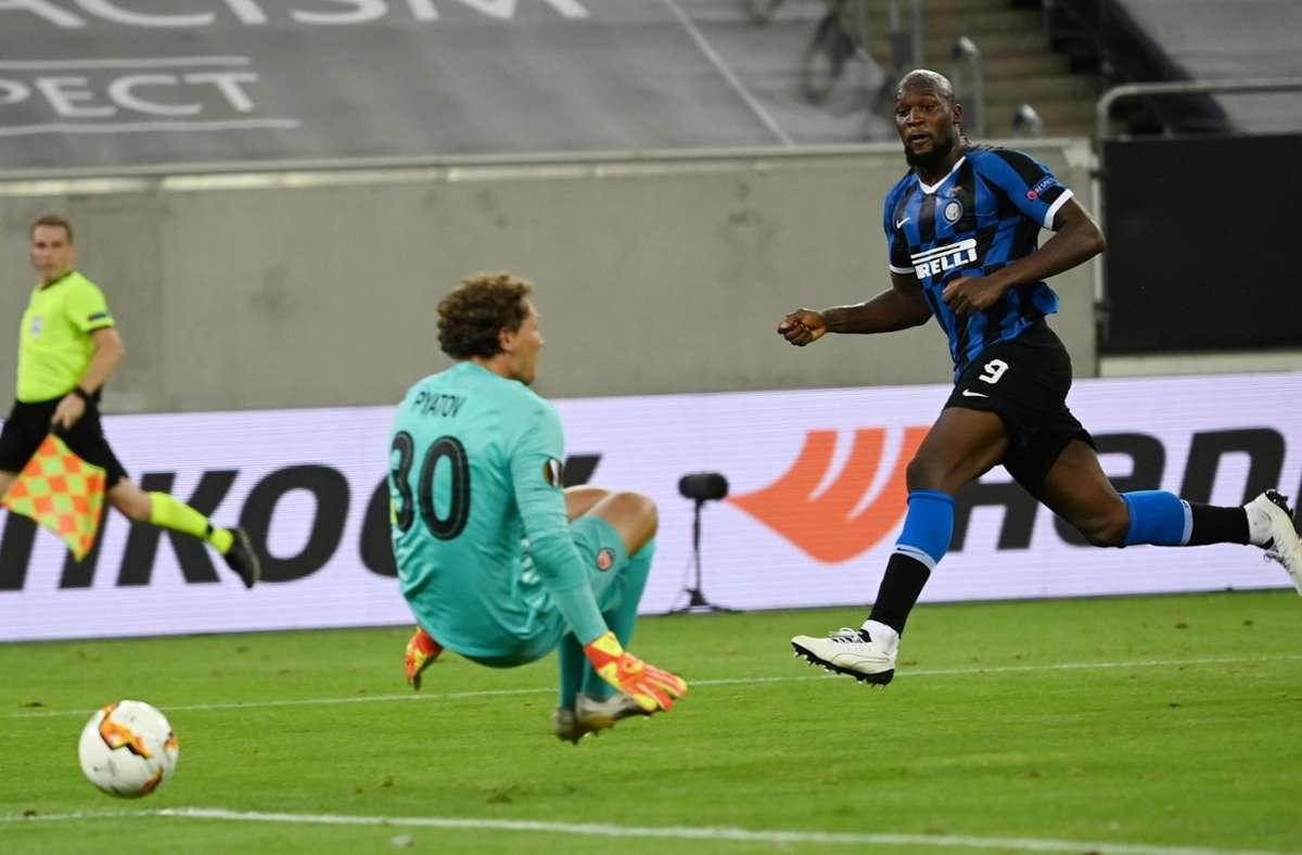 Romelu Lukaku  erzielt das 5:0 gegen Schachtjor Donezk. Foto: dpa/Federico Gambarini