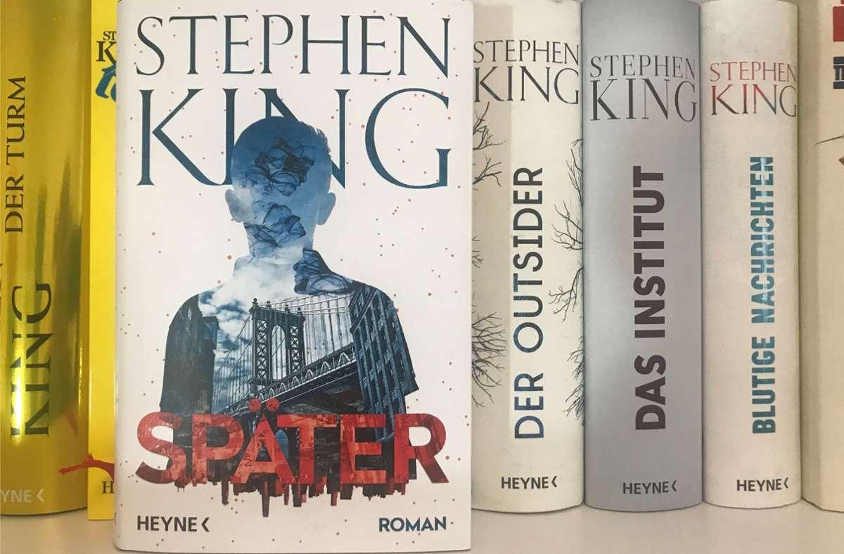 """Stephen Kings neuer Roman heißt auf deutsch """"Später"""". Foto: Lukas Jenkner"""