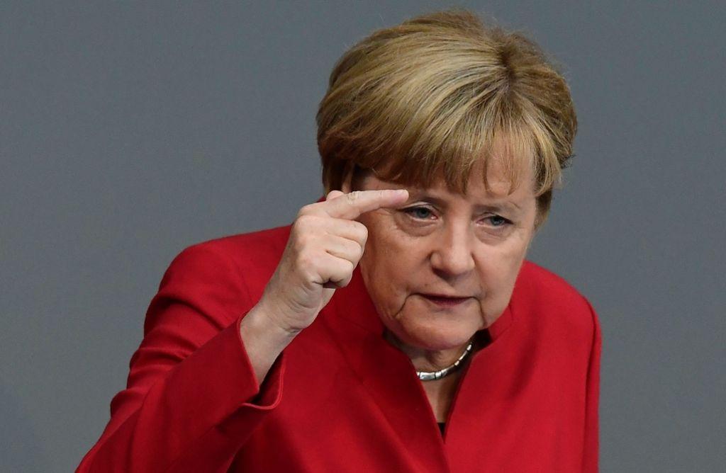 Angela Merkel verteidigt in der Haushaltsdebatte des Bundestags ihre Flüchtlingspolitik und warnt davor, auf scheinbar einfache Antworten zu setzen Foto: AFP