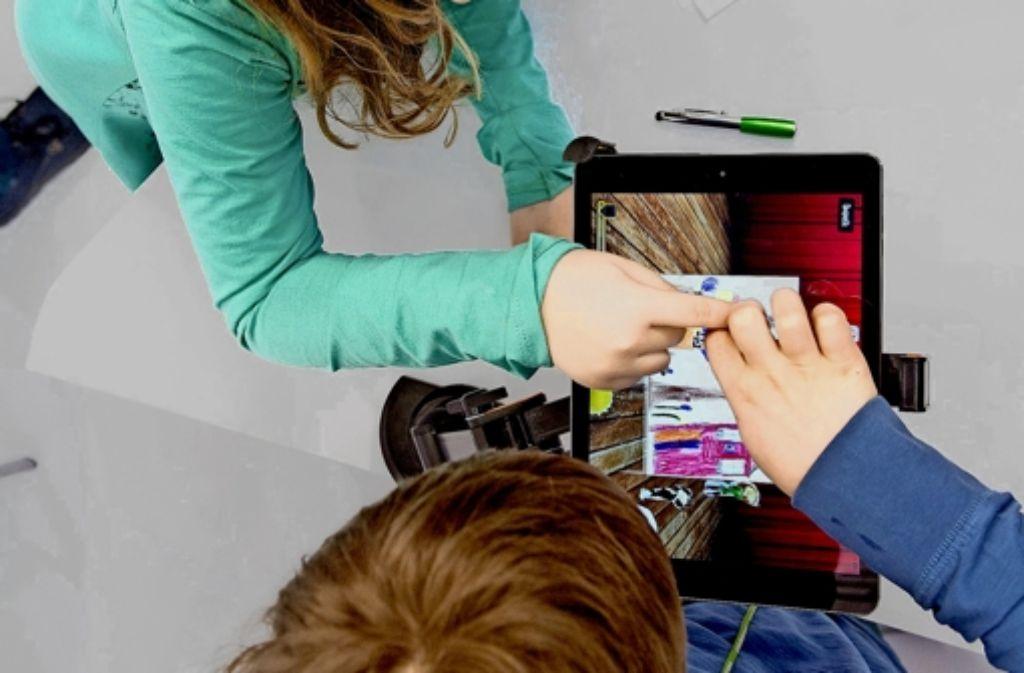 Wer ein Tablet hat, gehört zu den Privilegierten. 87 Prozent der Schulen im Südwesten haben keine Klassensätze davon. Foto: dpa