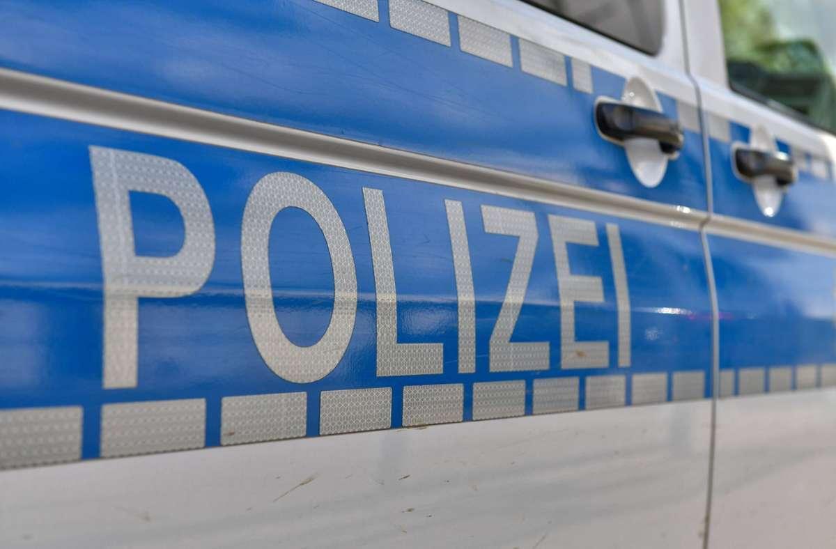 In einem gestohlenen Rollkoffer versuchte ein 53-Jähriger Klamotten mitgehen zu lassen. Foto: imago images/Jan Huebner