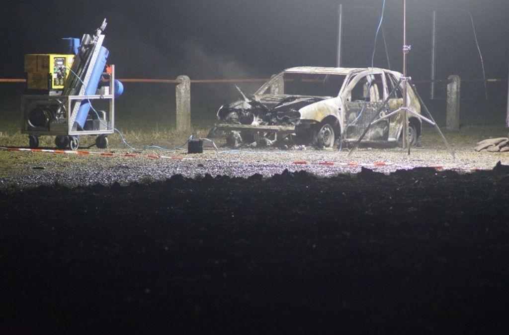 Neben dem ausgebrannten Fahrzeug lag eine verbrannte Leiche Foto: 7aktuell.de/Franziska Hessenauer