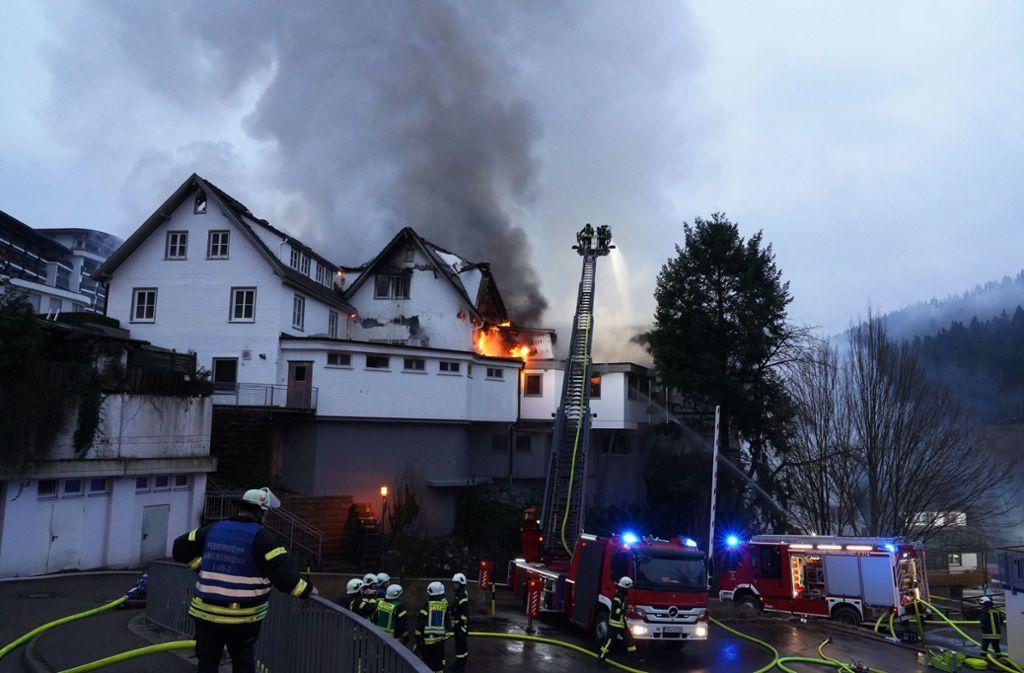 """Das Restaurant """"Schwarzwaldstube"""" in der """"Traube Tonbach"""" steht in hellen Flammen. Foto: Andreas Rosar Fotoagentur-Stuttg/Andreas Rosar Fotoagentur-Stuttg"""