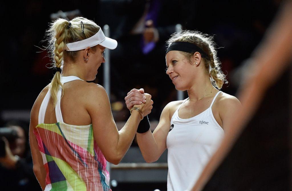 Was für ein Traumfinale! Laura Siegemund (re.) gratuliert Angelique Kerber Foto: Getty