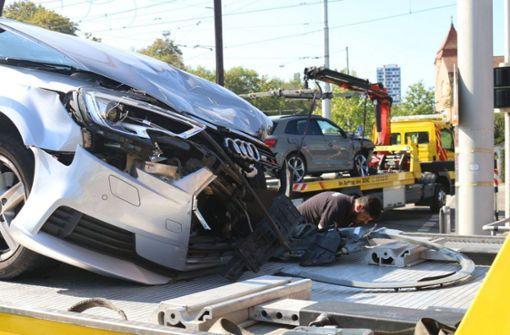 Beifahrerin nach heftigem Kreuzungscrash schwer verletzt