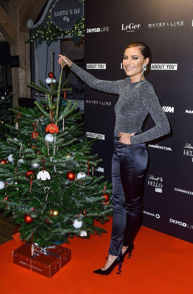 Lena Gercke Stellte Ihre Weihnachtliche Sweater Kollektion