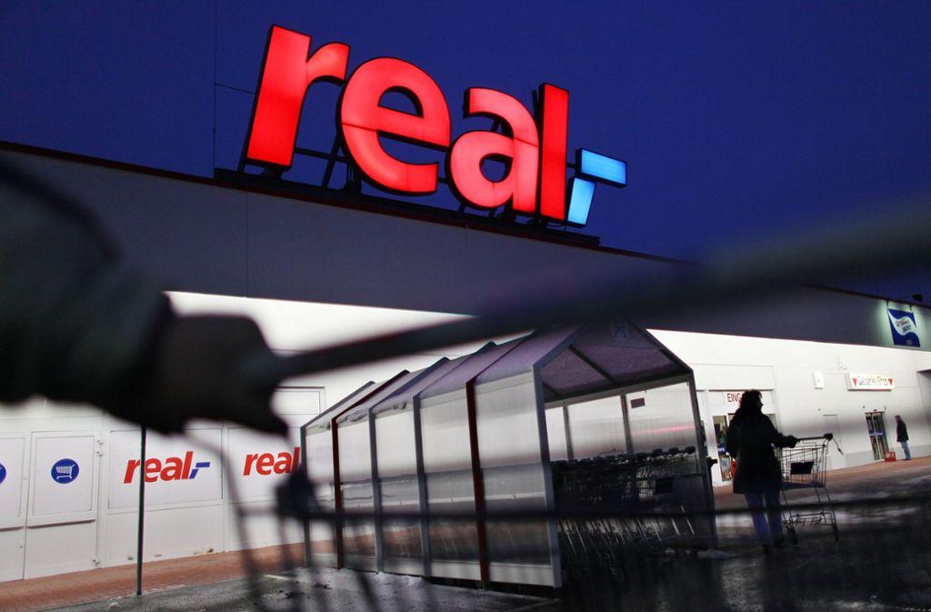 Neue Real-Beschäftigte sollen nicht mehr nach dem Verdi-Tarif bezahlt werden. Foto: dpa